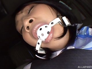 Japanese MILF wearing a business suit Saionji Reo ball gagged there a car