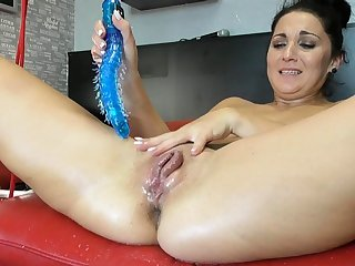 Squirting latina fisting and toying her pussy