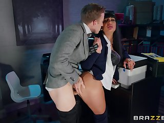 Amateur MILF gets laid in all directions to the fore nomination with the new boss
