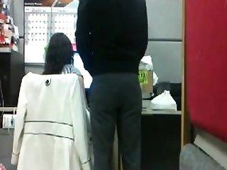 mamando el la oficina