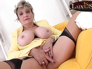 Order about blonde Lady Sonia wants relating to masturbate with you